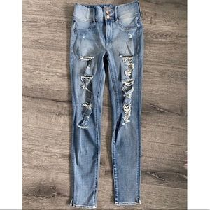 Light wash ripped high waisted jeans
